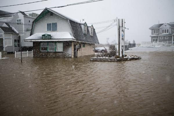 Flood water rising on Brandt Rock Breakfast in Marshfield about high tide during the nor'easter on March 13, 2018. (Jesse Costa/WBUR)