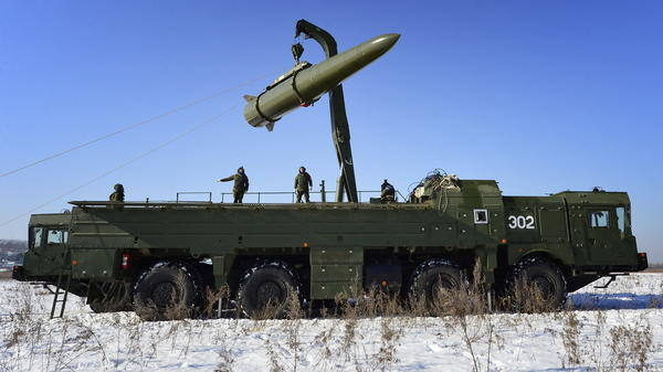 Russian troops load a missile onto an Iskander-M launcher during a 2016 exercise. Russia is now deploying missiles to Kaliningrad, its Baltic exclave.