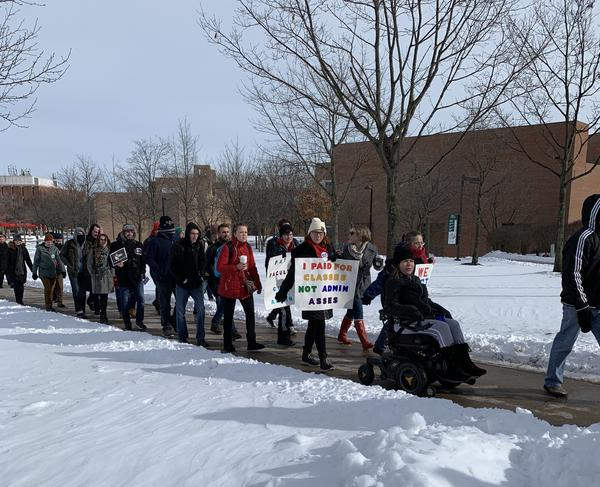 Students walk to picket lines during first week of Wright State's faculty strike.