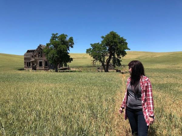 <p>Danielle Denham looks back at the Nelson house for one last time</p>