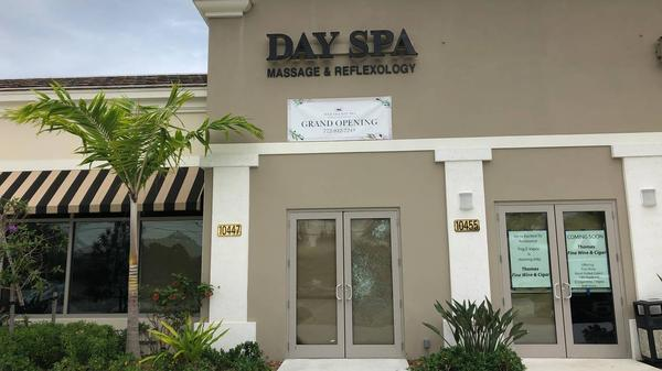 Witnesses say police attempted to break down the door of Sequoia Apple Day Spa in Hobe Sound when no one answered the door.