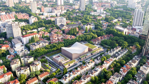 The Shanghai Symphony Hall (center) sits like an outsize saddle in the midst of the Chinese metropolis. The concert venue opened just a few years ago.