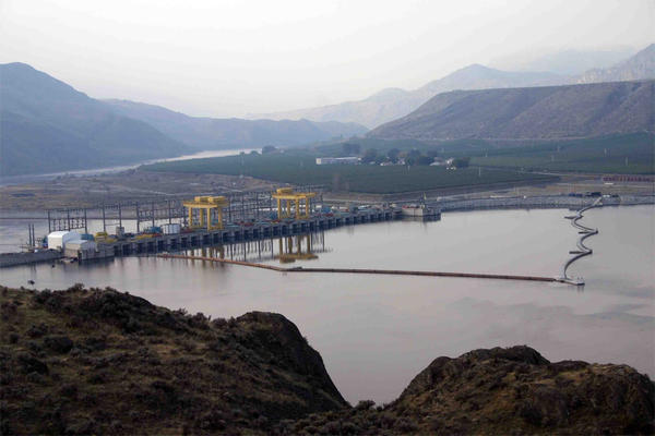 Wells Dam on the Columbia River produces surplus electricity, which Douglas County PUD is thinking about using to make hydrogen fuel through electrolysis of water.