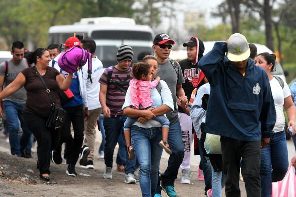 Honduran migrants leave the Metropolitan Center of San Pedro Sula, to travel to the Guatemala border on April 10, 2019.