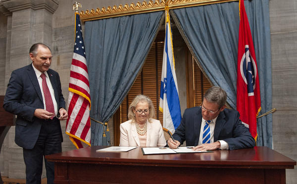 Gov. Bill Lee signs a resolution that expresses support to the country of Israel.