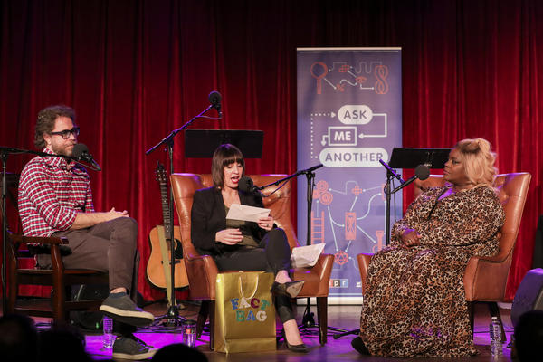 Jonathan Coulton and Ophira Eisenberg play a round of Fact Bag with Retta, on <em>Ask Me Another</em> at the Bell House in Brooklyn, New York.