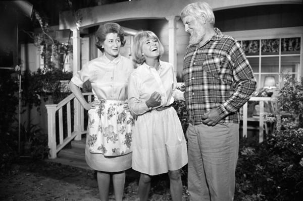 Actors Fran Ryan (left) and Denver Pyle appear with Day on <em>The Doris Day Show</em>.