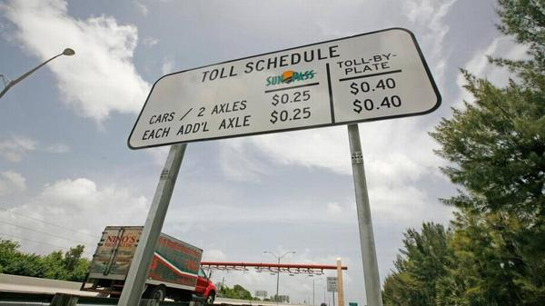 State lawmakers  passed a measure Friday that calls for a 10-year freeze on tolls and replace the Miami-Dade Expressway Authority with a new board.