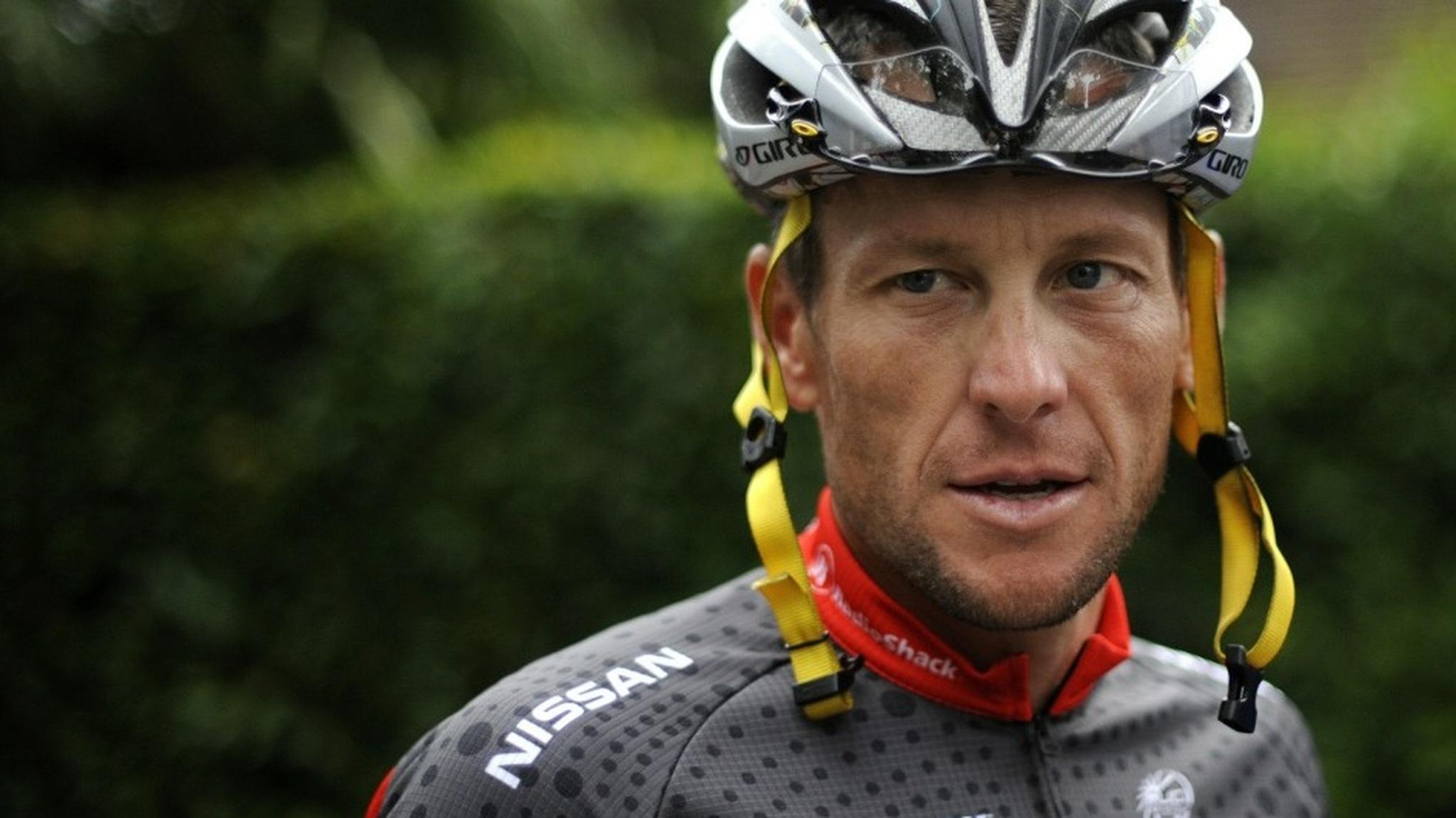 Lance Armstrong arrives at a training session during a rest day of the