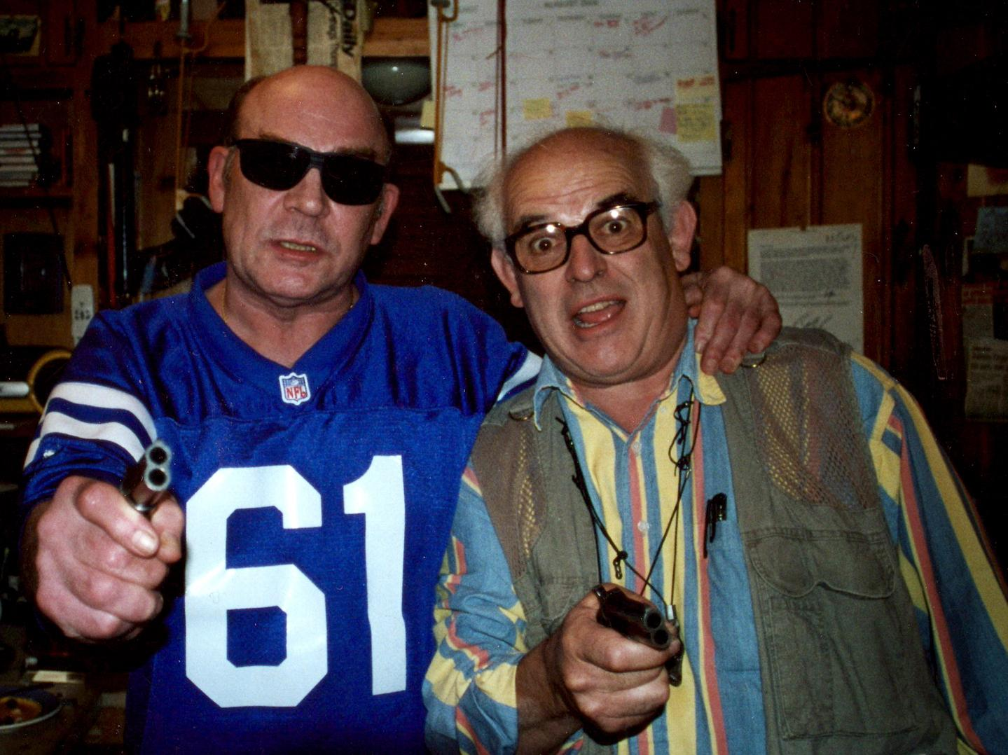 the style of hunter s thompson works Hunter s thompson didn't just challenge what writing should look like he also challenged what a writer should look like the classic authorial look of the blazer with patches and the pipe is the requisite look of the british man of letters.