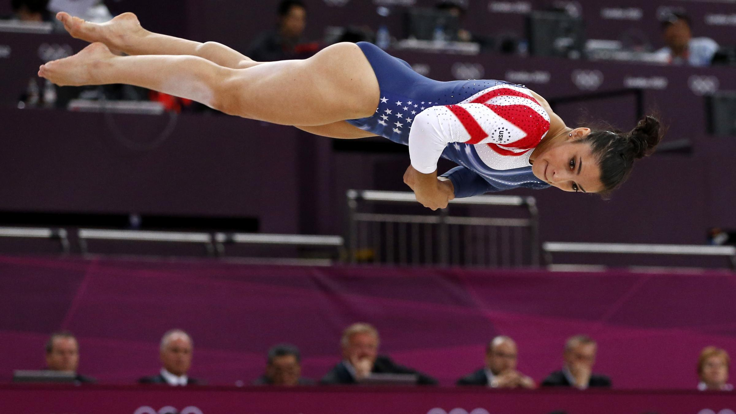 Aly raisman becomes first u s woman to win olympic gold for Floor gymnastics
