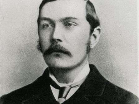 arthur conan doyle writing style Arthur conan doyle was a physician by training and a writer through boredom,  hence his god-awful writing style he always preferred writing.