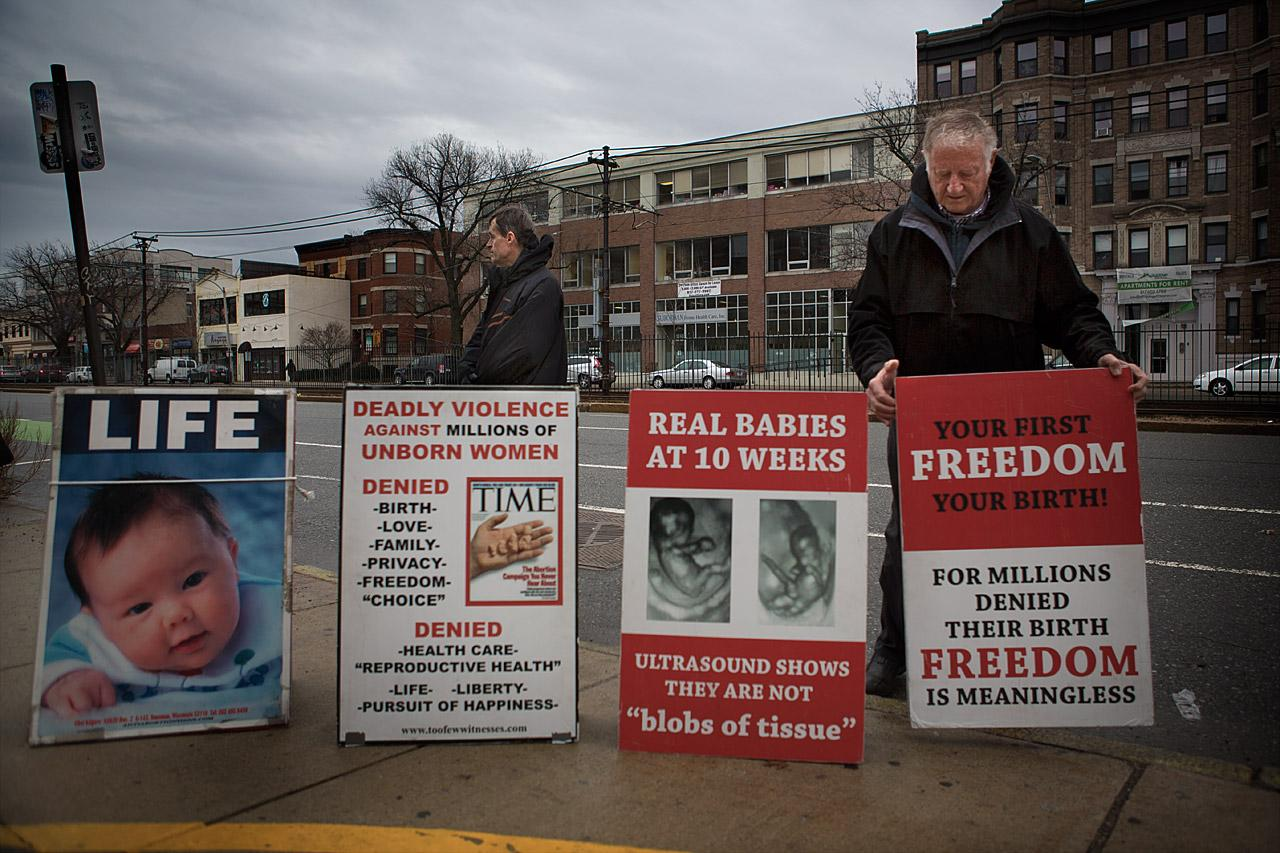 Abortion opponents and pro-abortion protesters rally at Boston Planned  Parenthood