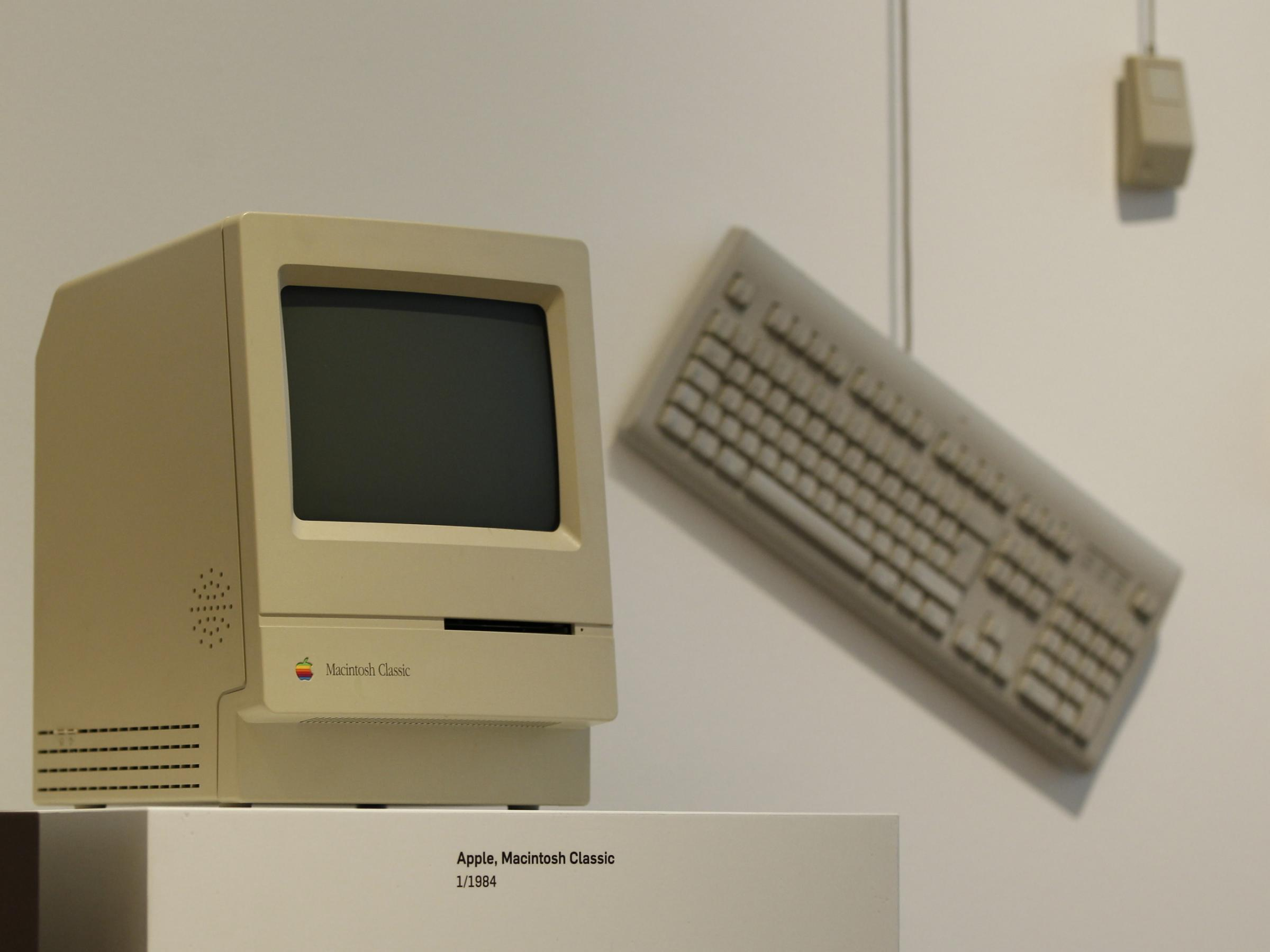 a 1984 apple macintosh classic was on display at the museum for art and industry in hamburg germany in 2011