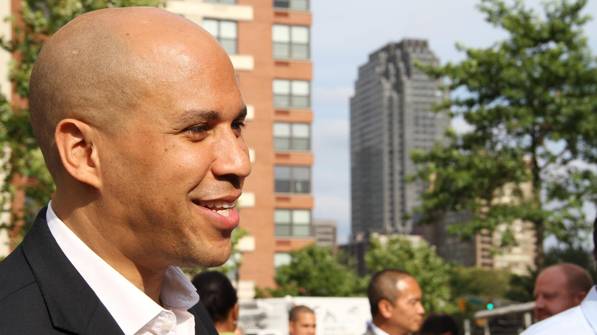 newark mayor cory booker essay Cory booker tells you where to eat in newark cory booker responds to reddit #duckproblems  mayor booker you are so great at tweeting, do you feel social media is .