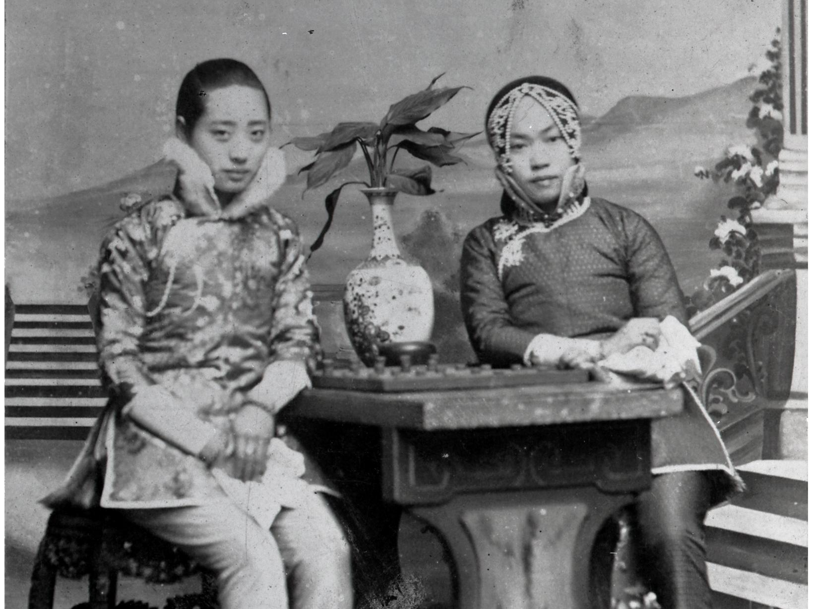 family and amy tan Snapshot: lost lives of women by: amy tan 1a)b) three phrases that indicate the status of women in china in 1922 would be jingmei, my own grandmother, she was the.