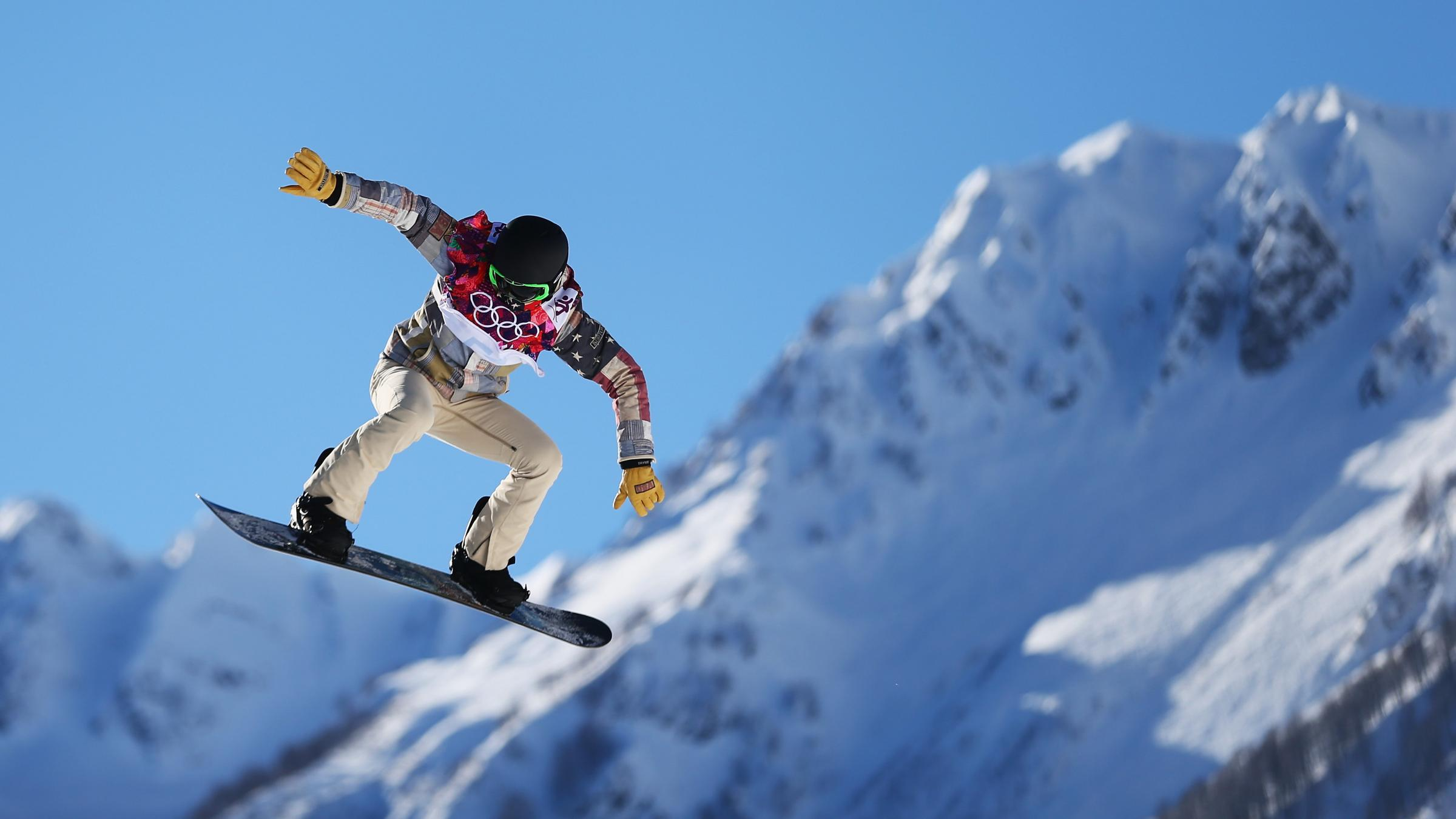 Snowboarder Shaun White Withdraws Slopestyle Event on Weather Boarder