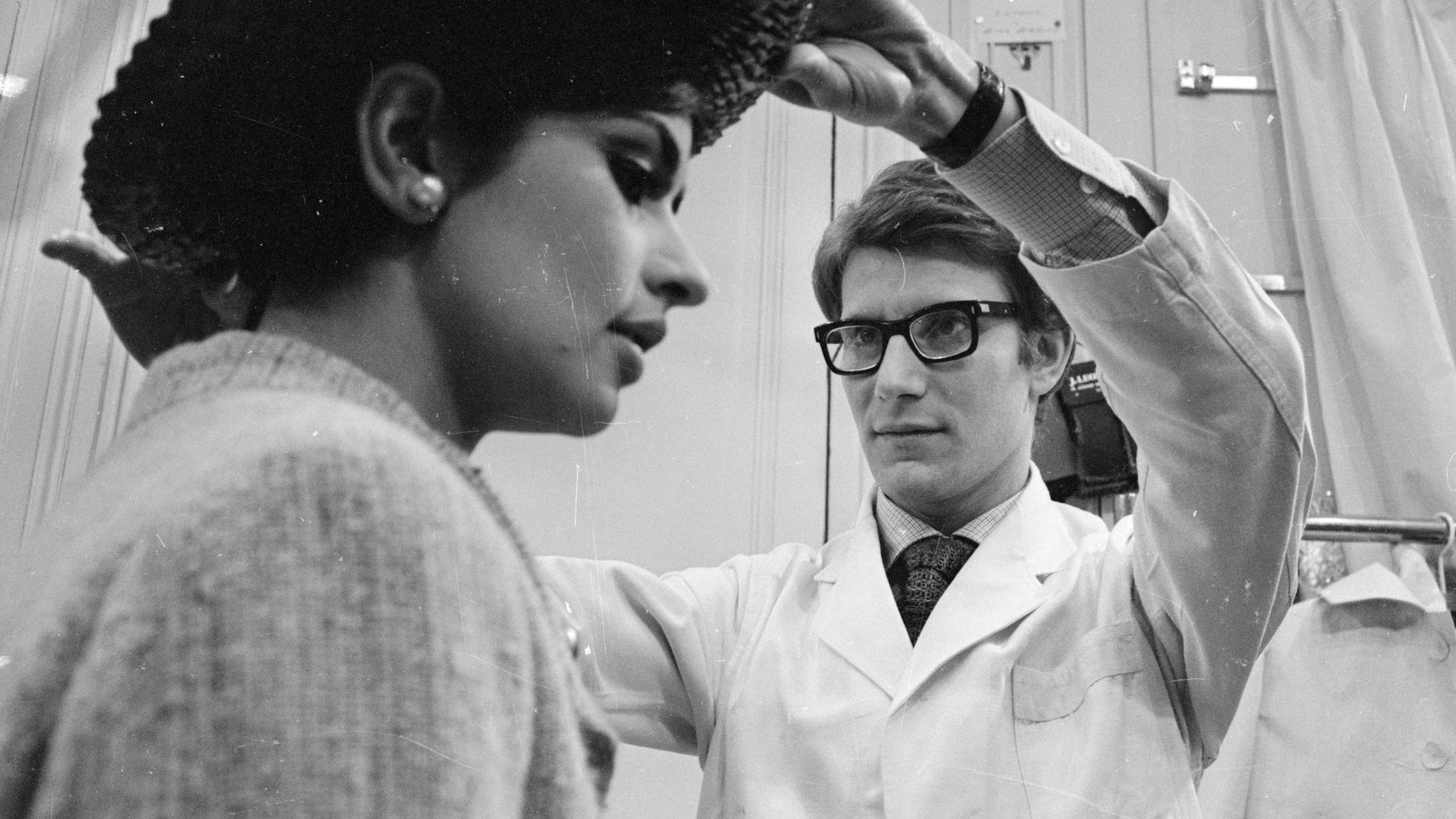 The turbulent love story behind yves saint laurent 39 s for Miroir yves saint laurent