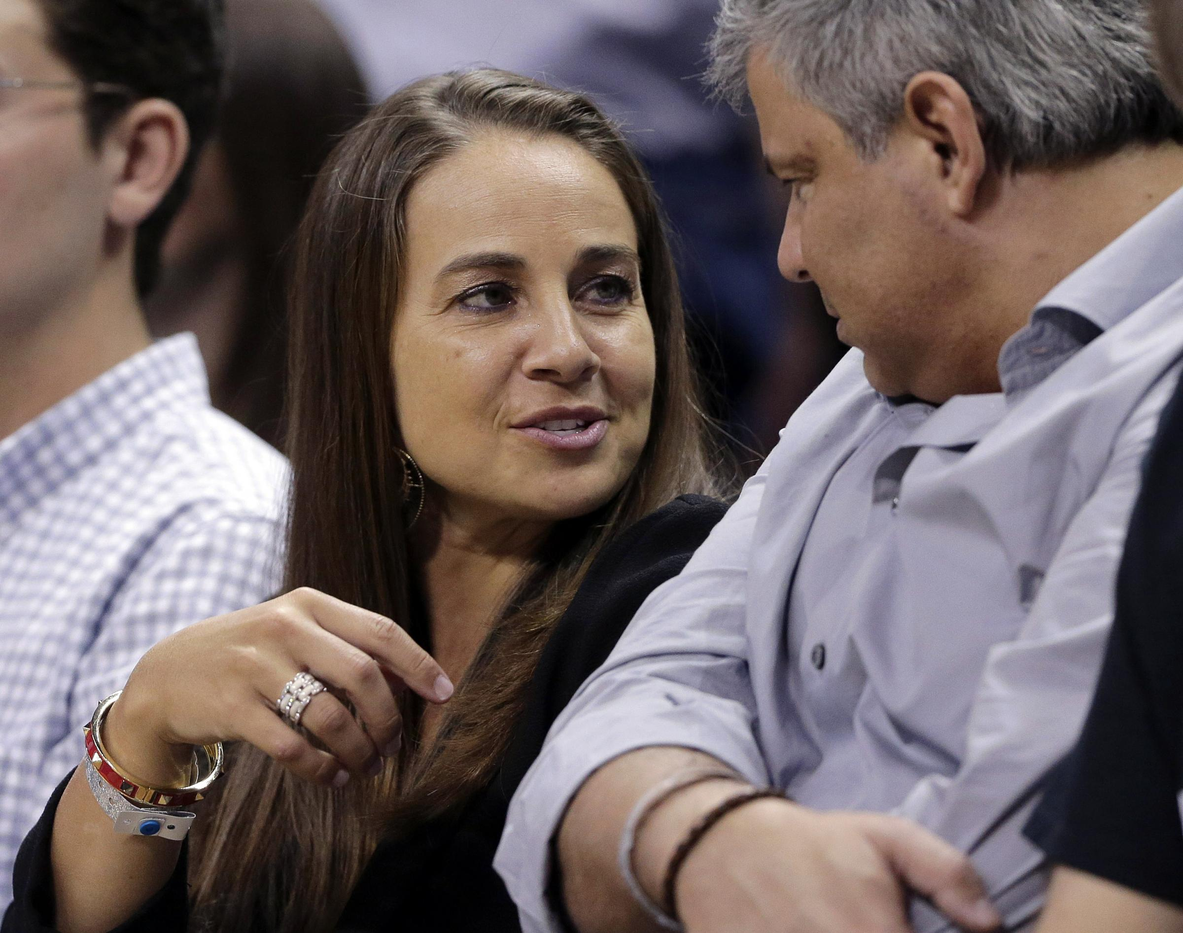 dating coach san antonio Becky hammon became the national basketball associations' first female full- time coach tuesday when the san antonio spur's hired her for the 2014-15 nba season even though this is a history-making event, all most twitter users could talk about was whether or not spurs point guard tony parker, who.