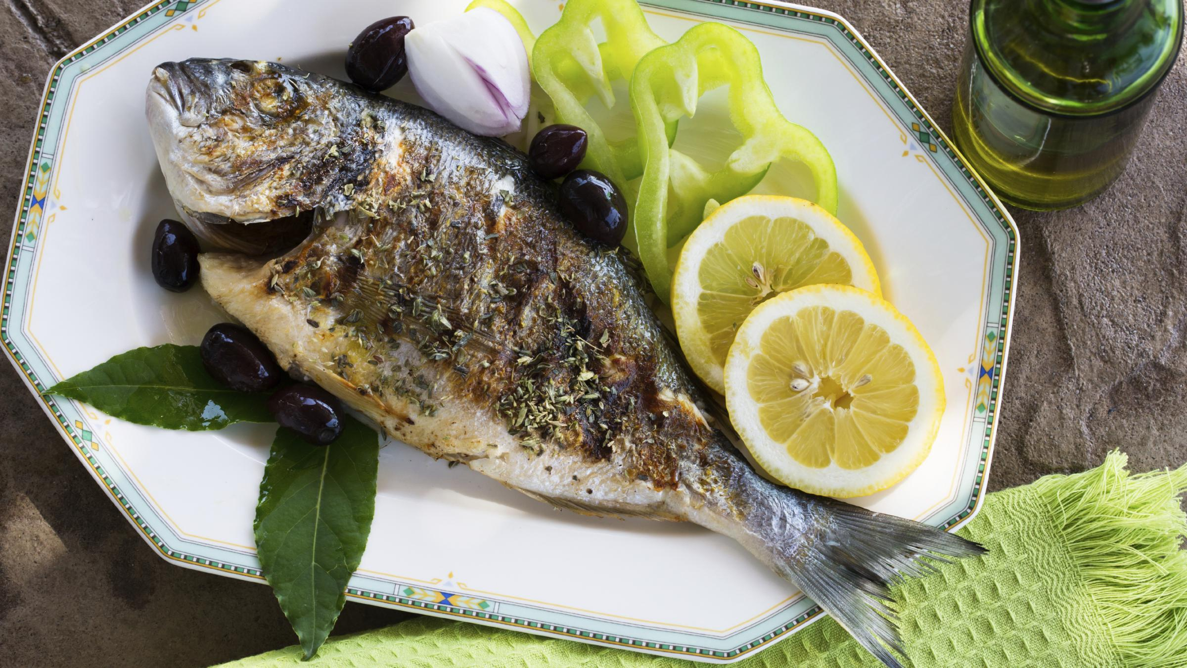 Women who eat fish twice weekly cut their risk of hearing for Fish that eat other fish