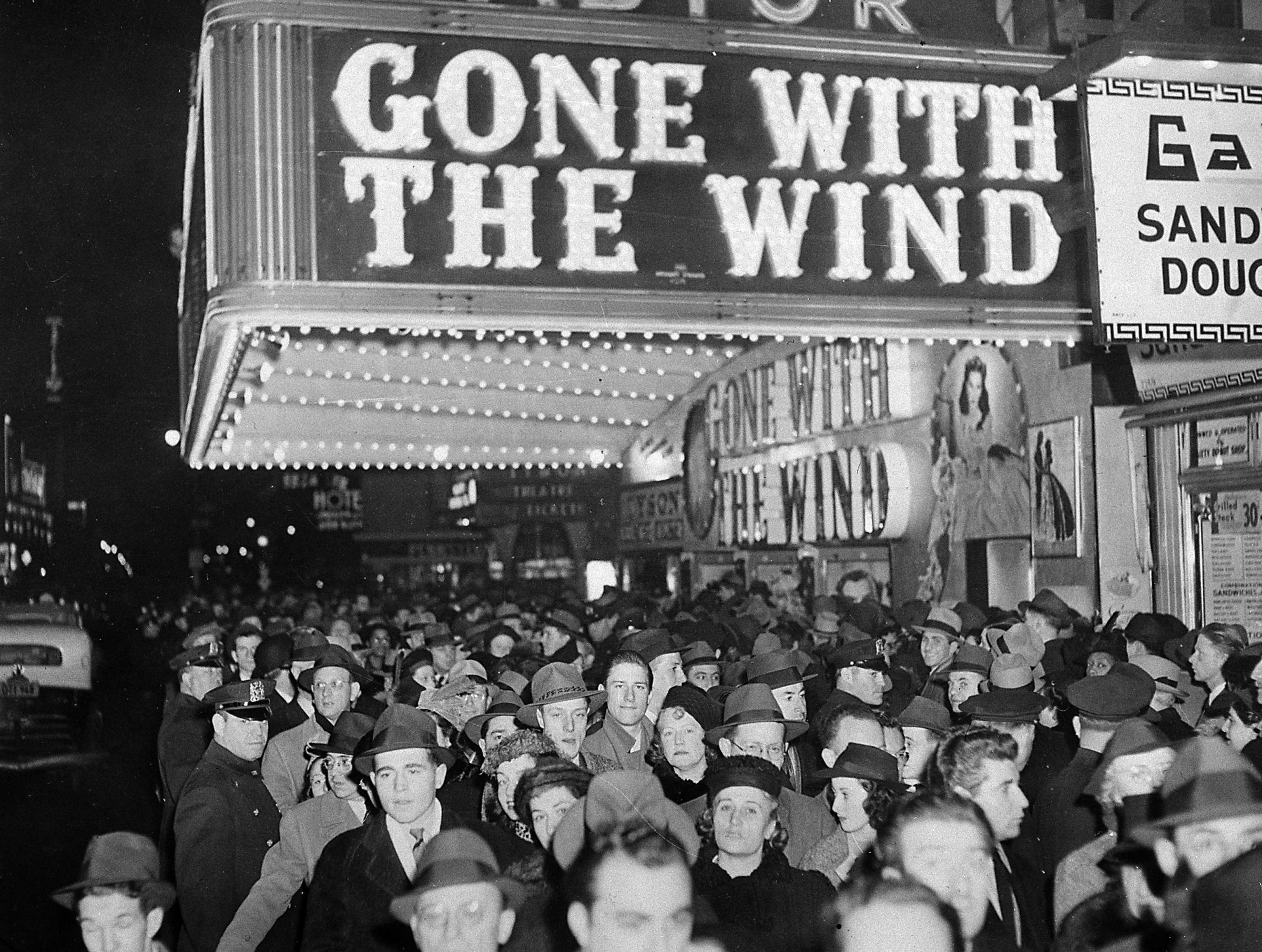 popularity of gone with the wind Gone with the wind is an epic drama that has its secured place in the history of cinema with a grand story, standout performances and exceptional direction, this is one of the finest films ever made.