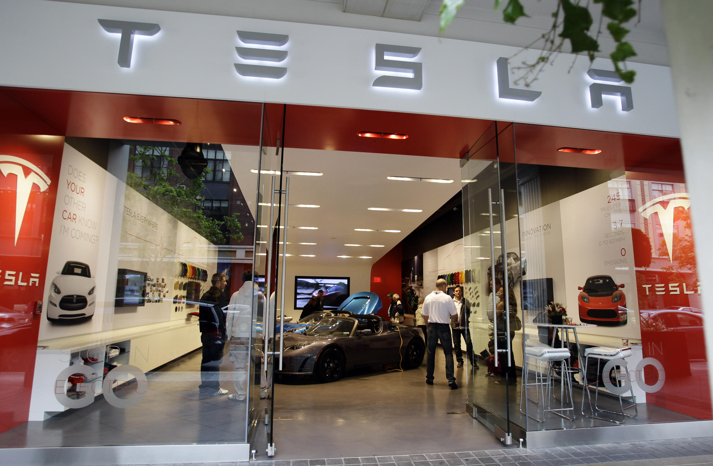 Car Dealers Sue Tesla Citing State Franchise Laws Vermont Public Radio