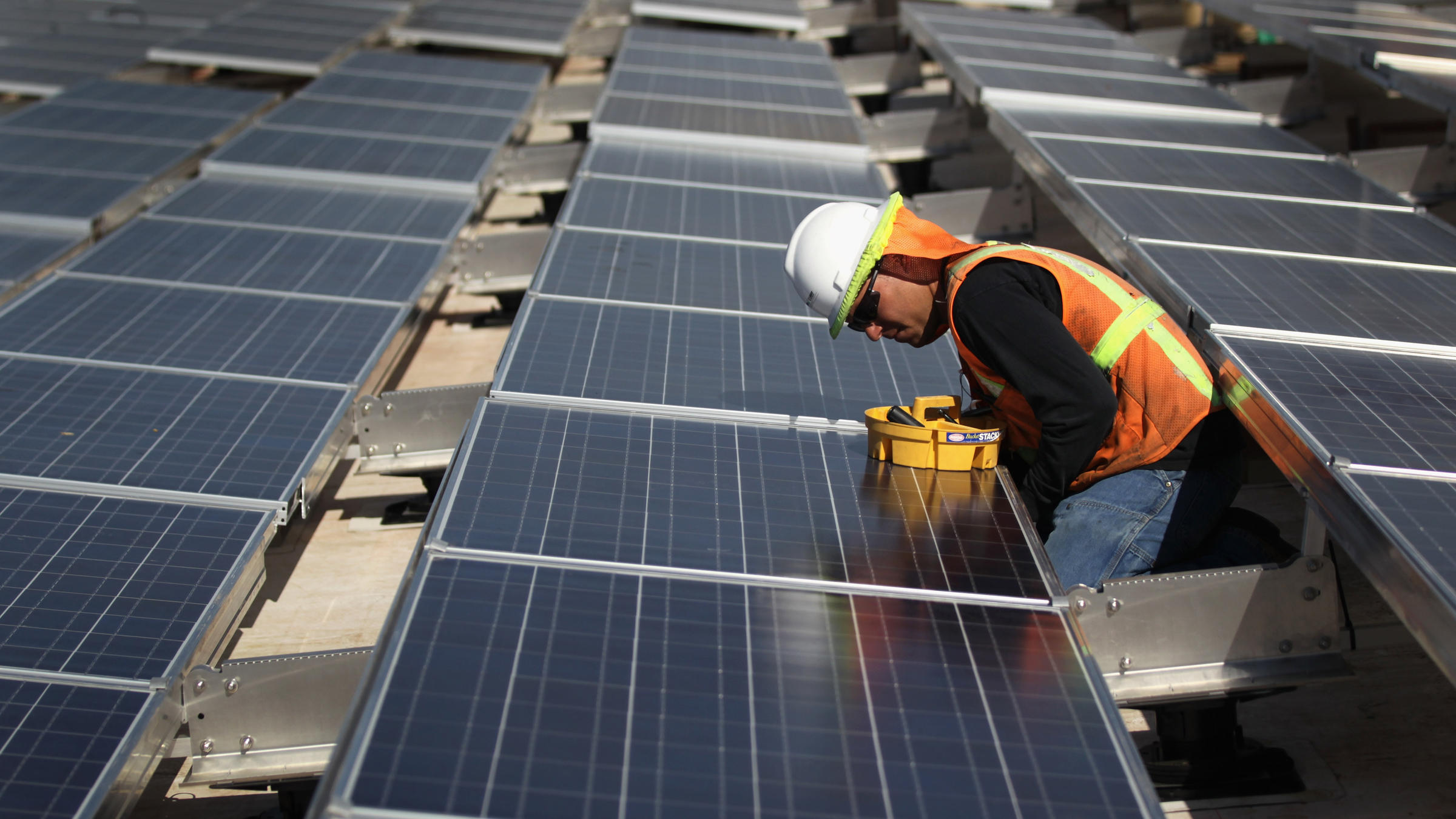 U S Solar Industry Sees Growth But Also Some Uncertainty