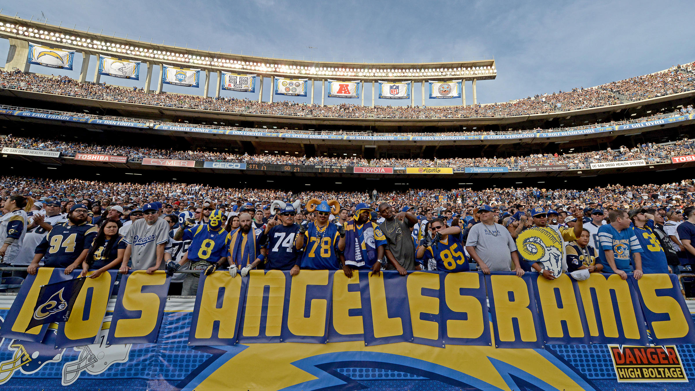Inglewood Approves Plan For Nfl Stadium In Deal Involving