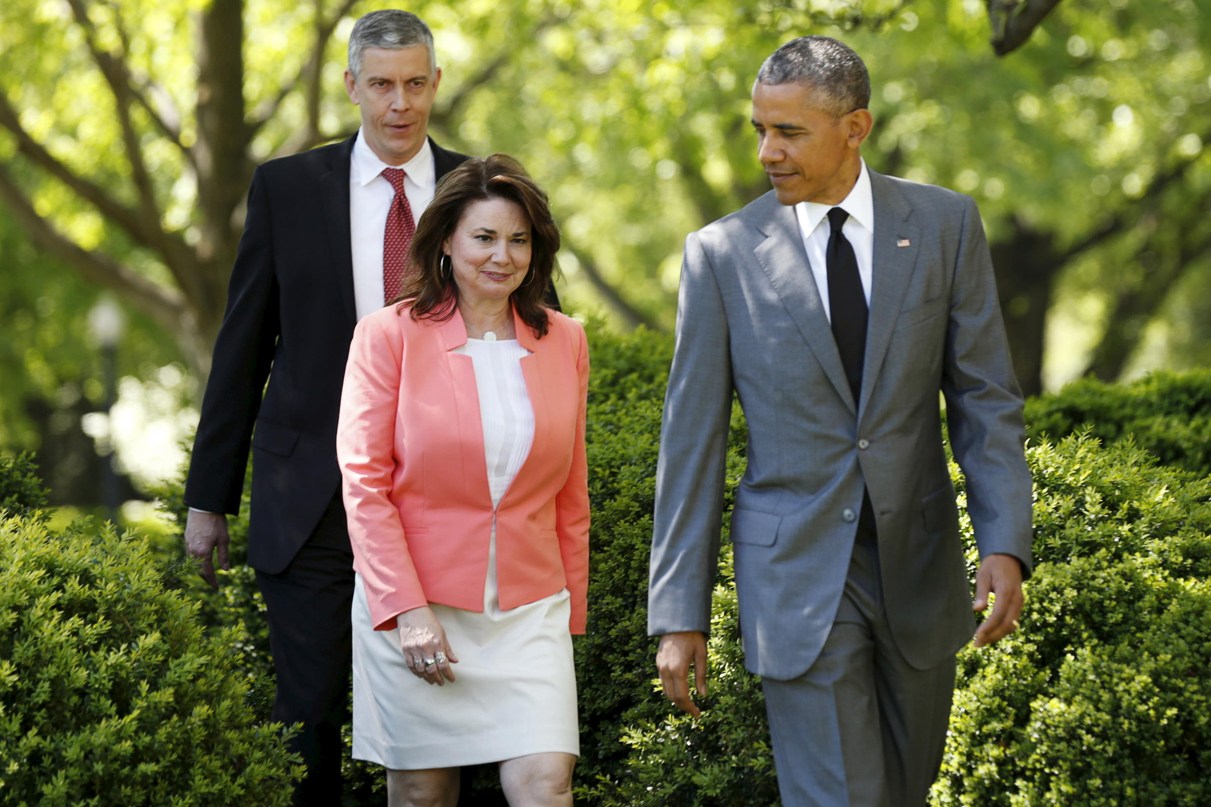 President Obama escorts 2015 National Teacher of the Year winner Shanna  Peeples into the Rose Garden