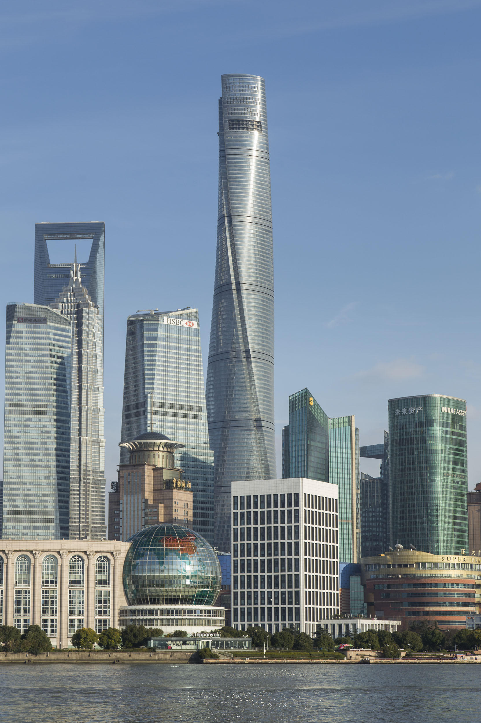 Shanghai Tower: A Crown For The City's Futuristic Skyline ...