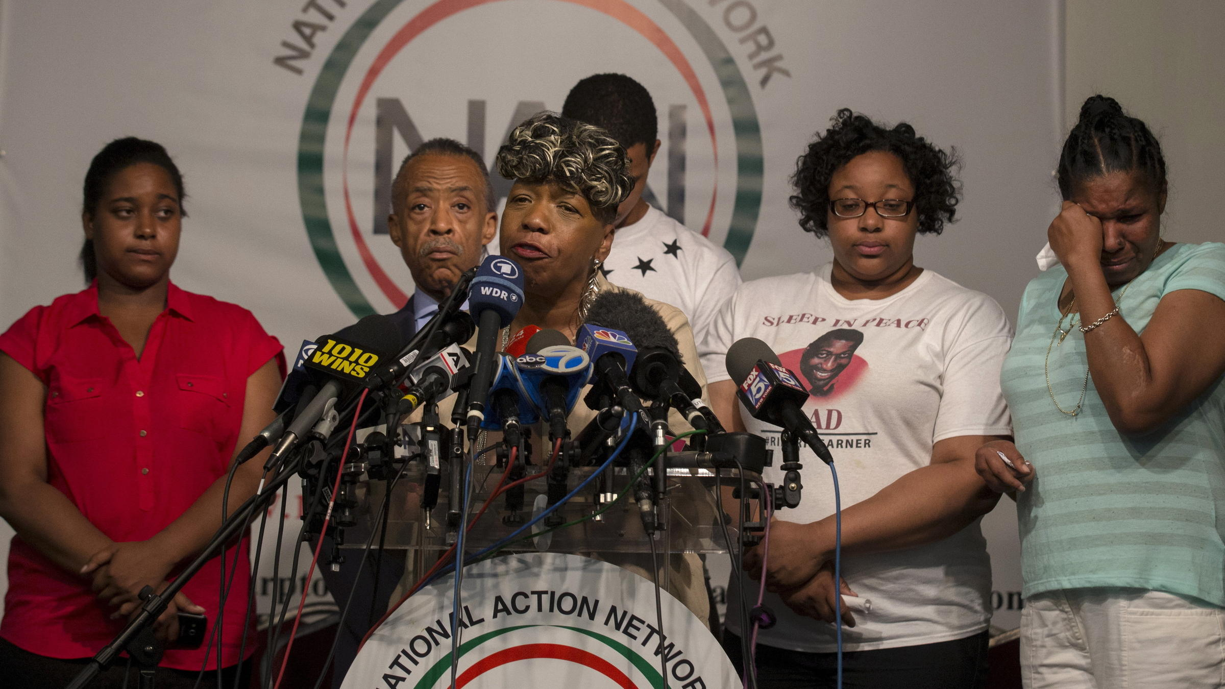 mother and eric She named him eric, after her dad, family said garner's mom calls on officials to push chokehold cop punishment after that pregnancy, erica suffered a first cardiac arrest a few months.