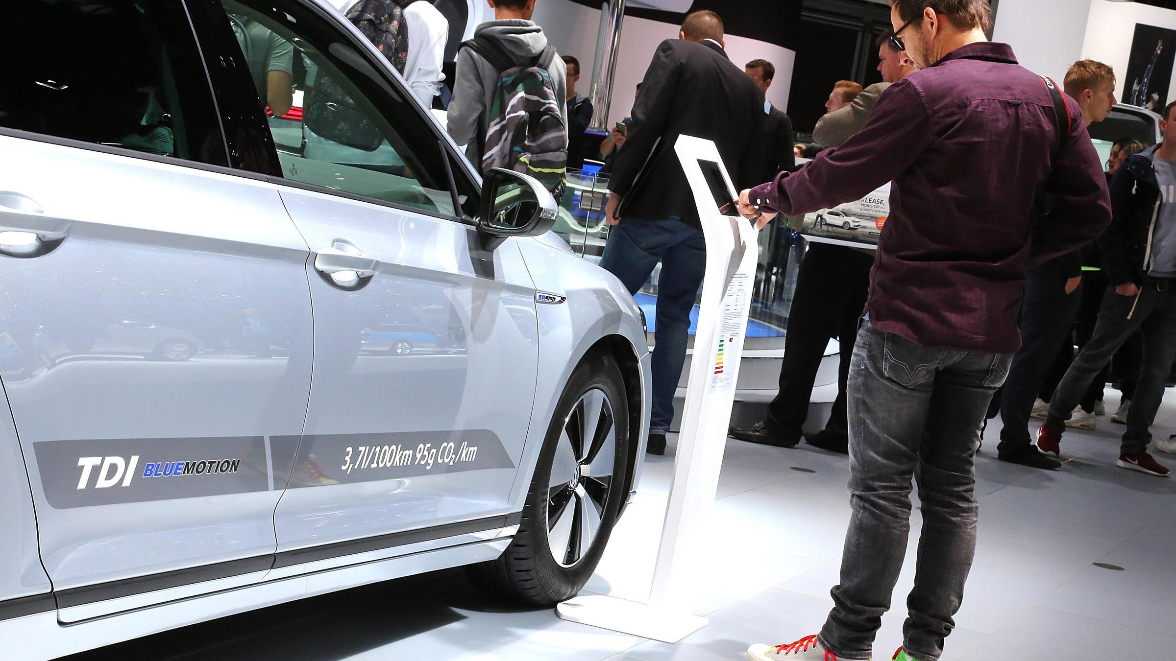 11 million cars worldwide have emissions 39 defeat device 39 volkswagen says connecticut public radio. Black Bedroom Furniture Sets. Home Design Ideas