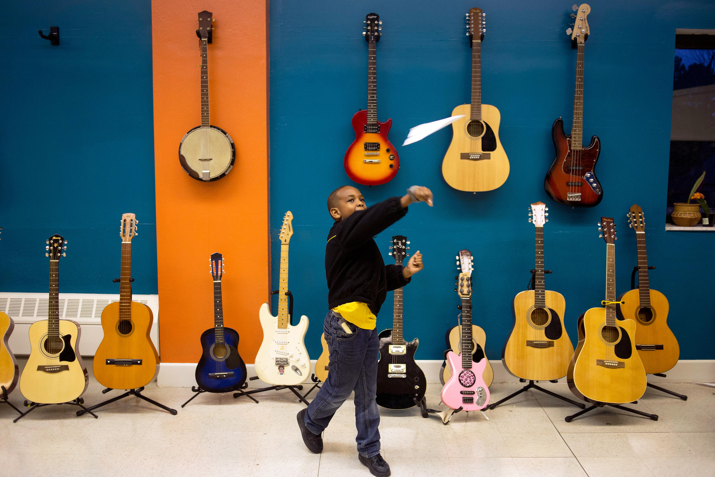 Free Music Lessons Strike A Chord For At Risk Kids Wglt