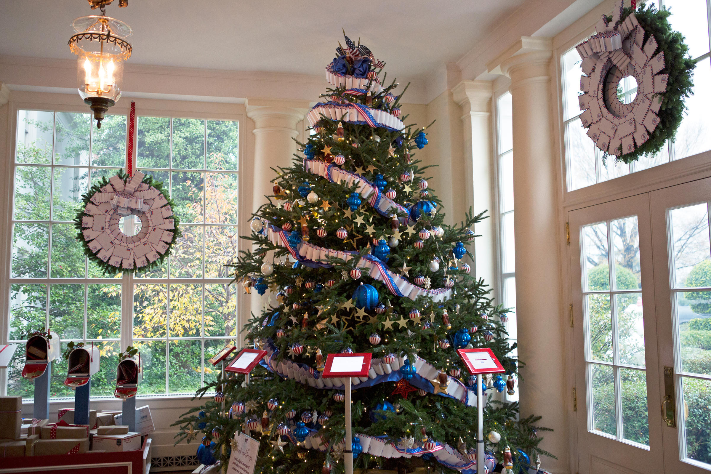 White house christmas ornaments by year - The White House Is Decked Out With 62 Christmas Trees And More Than 70 000 Ornaments This View Slideshow 10 Of 12