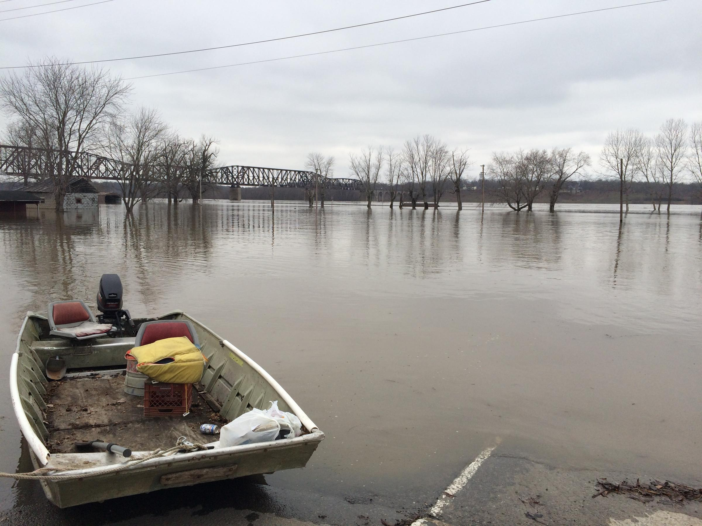 Illinois alexander county thebes - Flood Waters From The Mississippi River Filled The Streets Of Thebes Illlinois On Wednesday Dec 30 2015