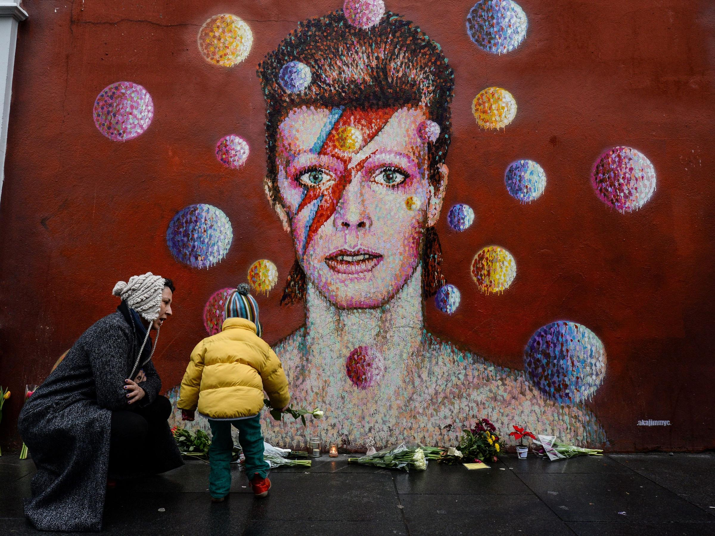 David Bowie fans flock to social media to pay their respects
