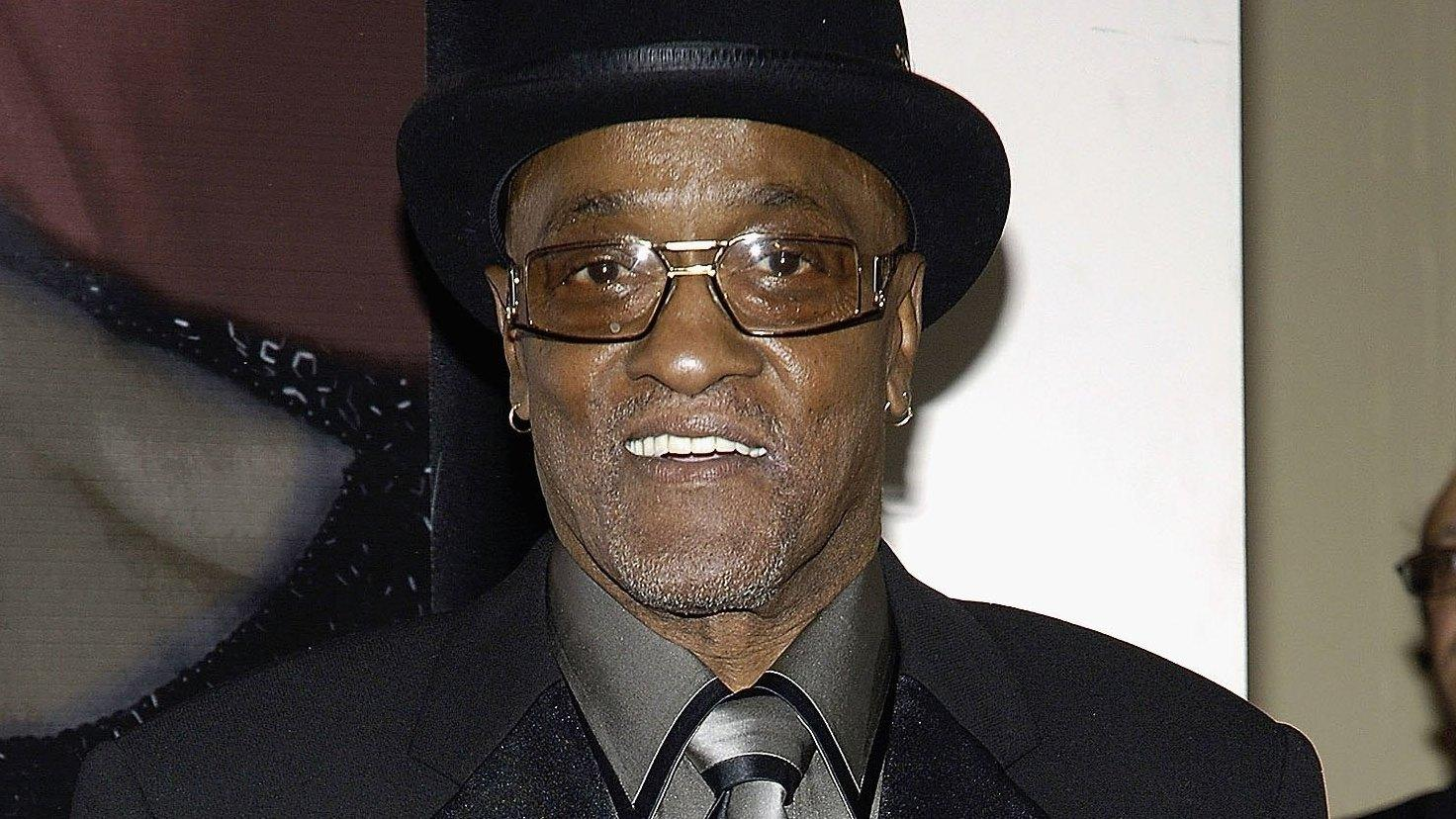 mrs jones Smooth groove from billy paul this tune gives me goose bumps i own no rights to this video or song.