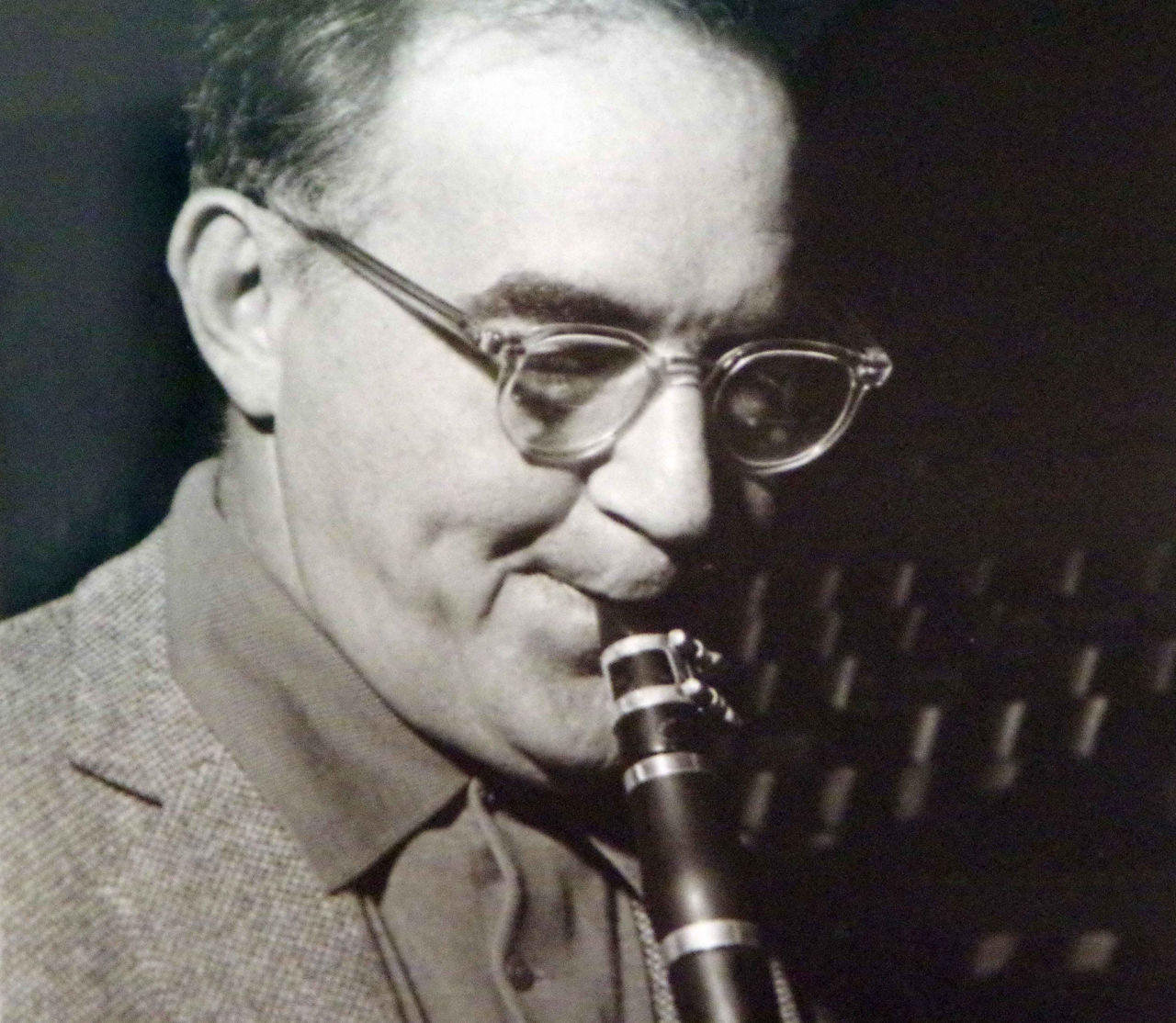 the life and jazz music career of benny goodman 1986 file photo, jazz clarinetist benny goodman, performs in his new  ira  berkow, quoted in ross firestone's fine 1993 biography, swing,.