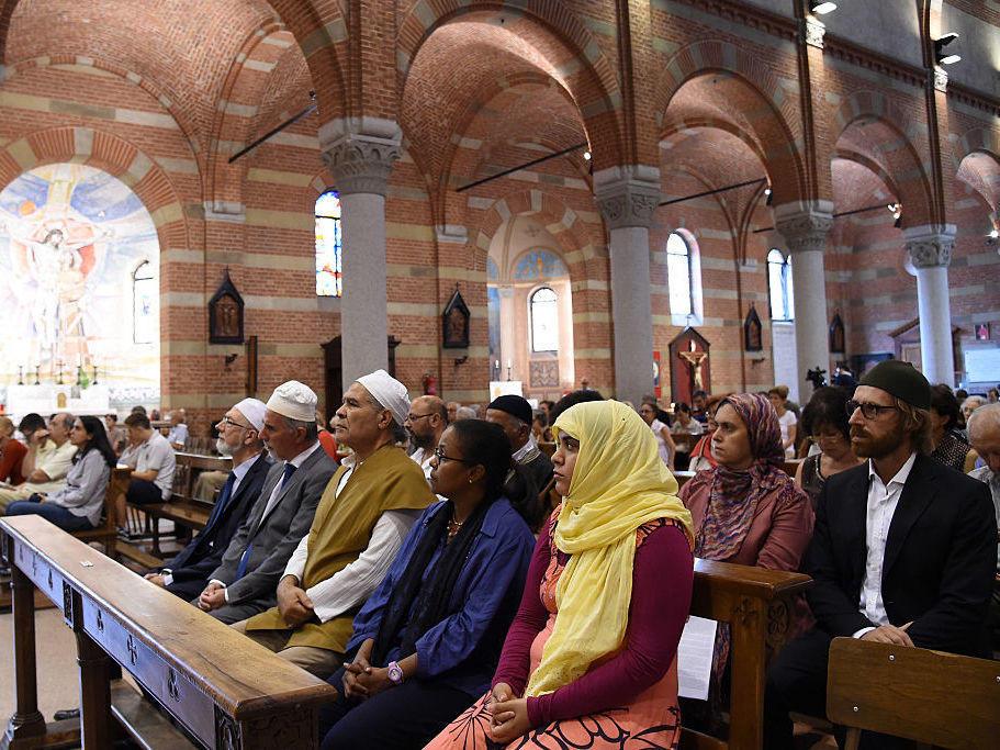 santa maria muslim singles Santa maria del mar, barcelona  with its three aisles forming a single space with no transepts and no architectural boundary between nave and presbytery.