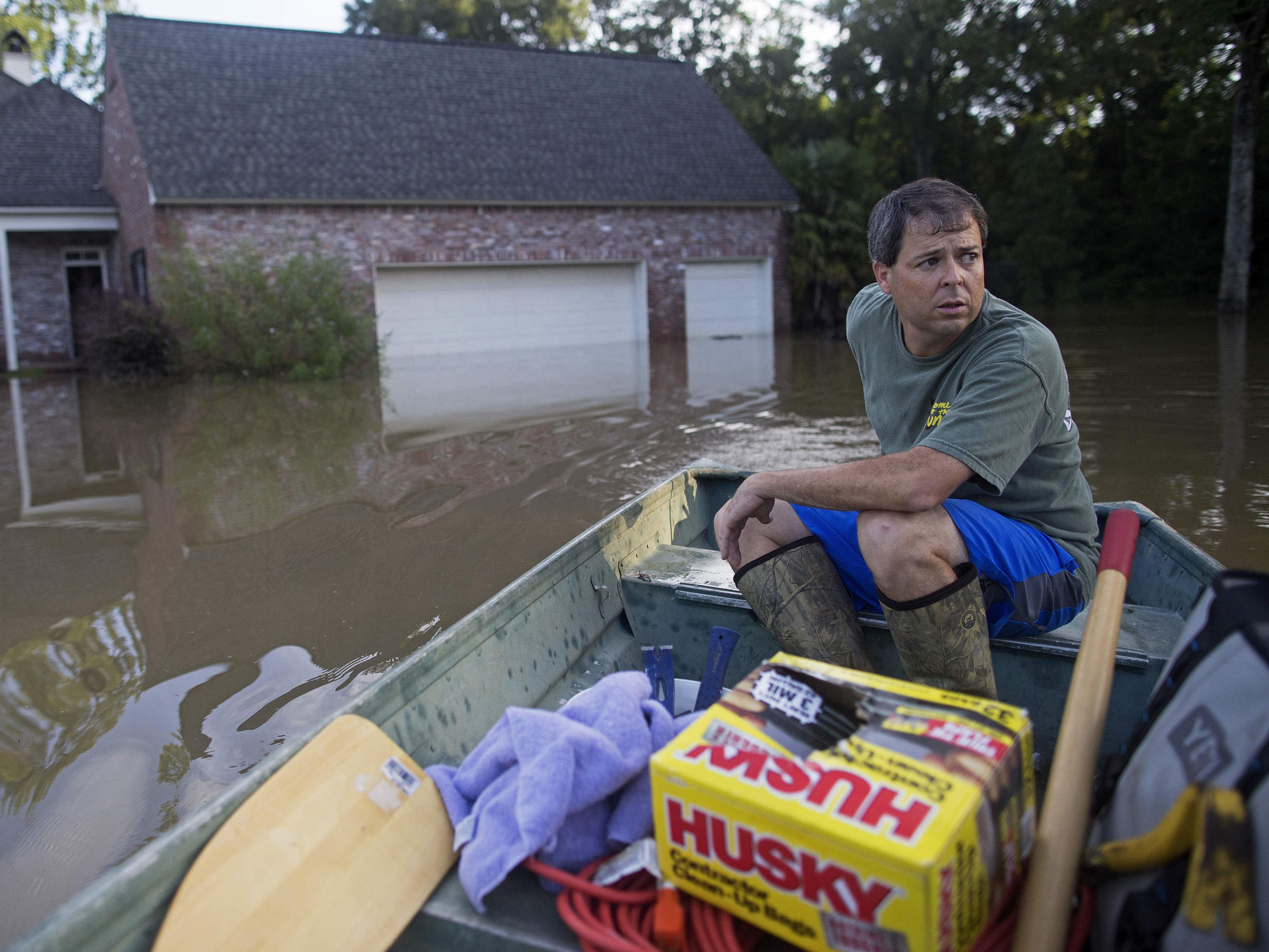 Residents salvage belongings after Louisiana flood