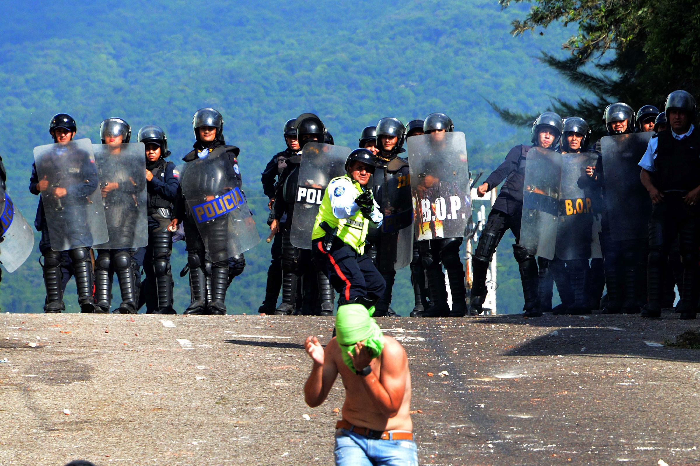 Venezuela Opposition Votes To Put Maduro On Trial