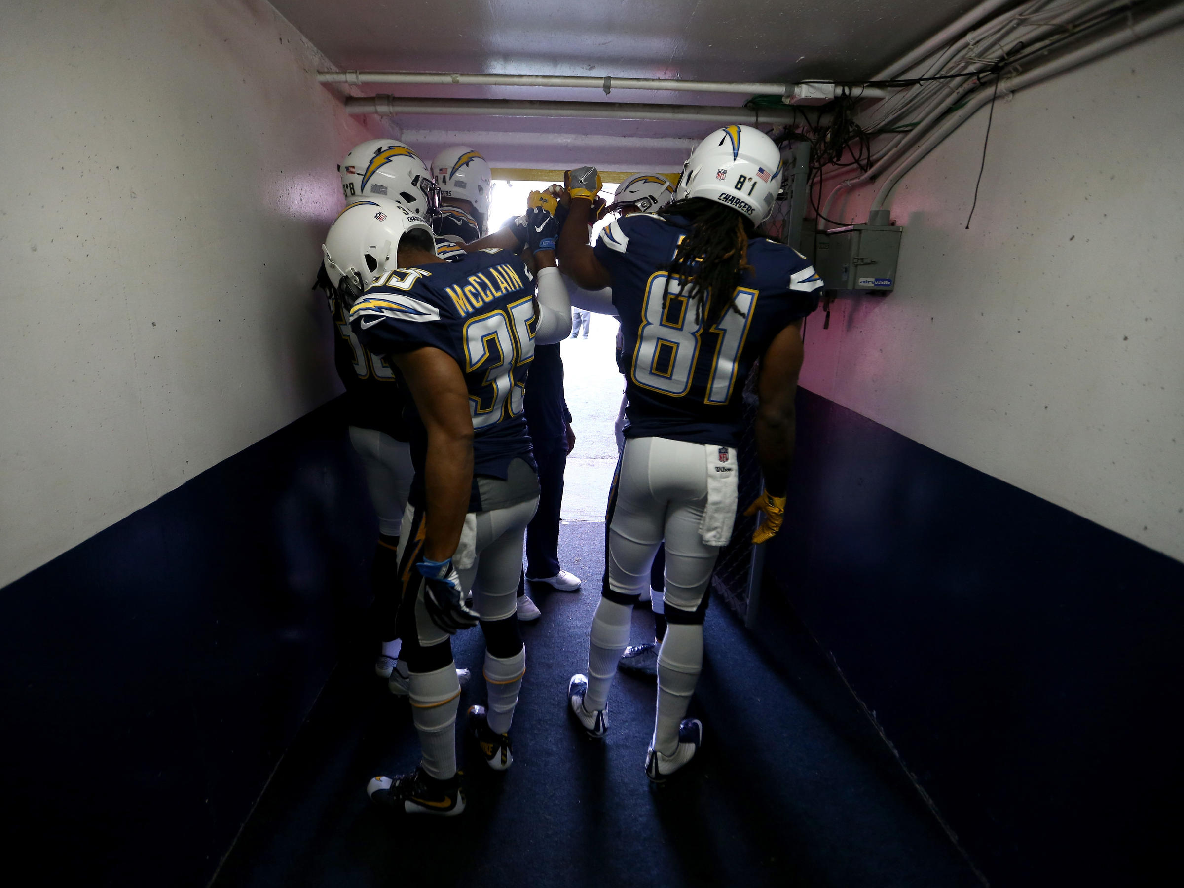 The Chargers Say Goodbye To San Diego Bolt To La Kuow