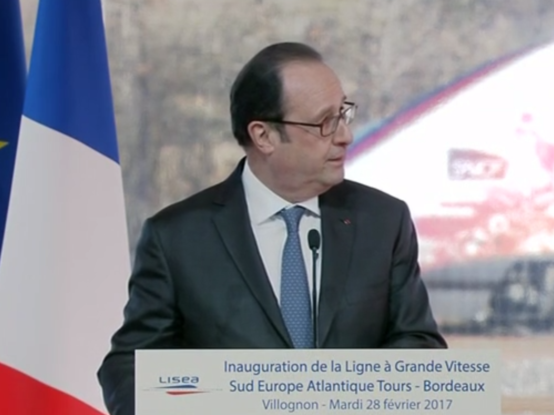 Gunfire at speech by French President Francois Hollande leaves one injured
