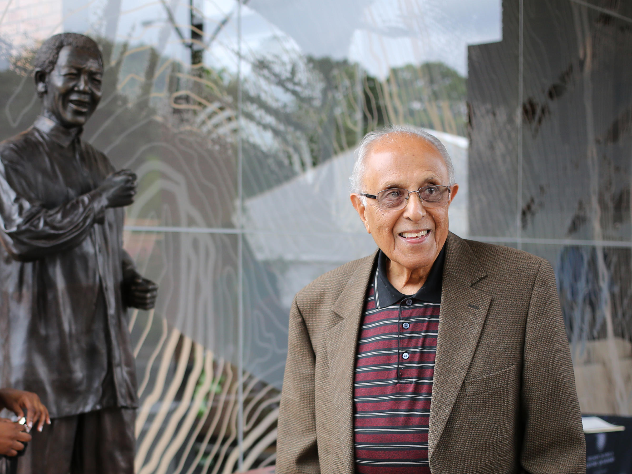 Cong condoles death of Ahmed Kathrada