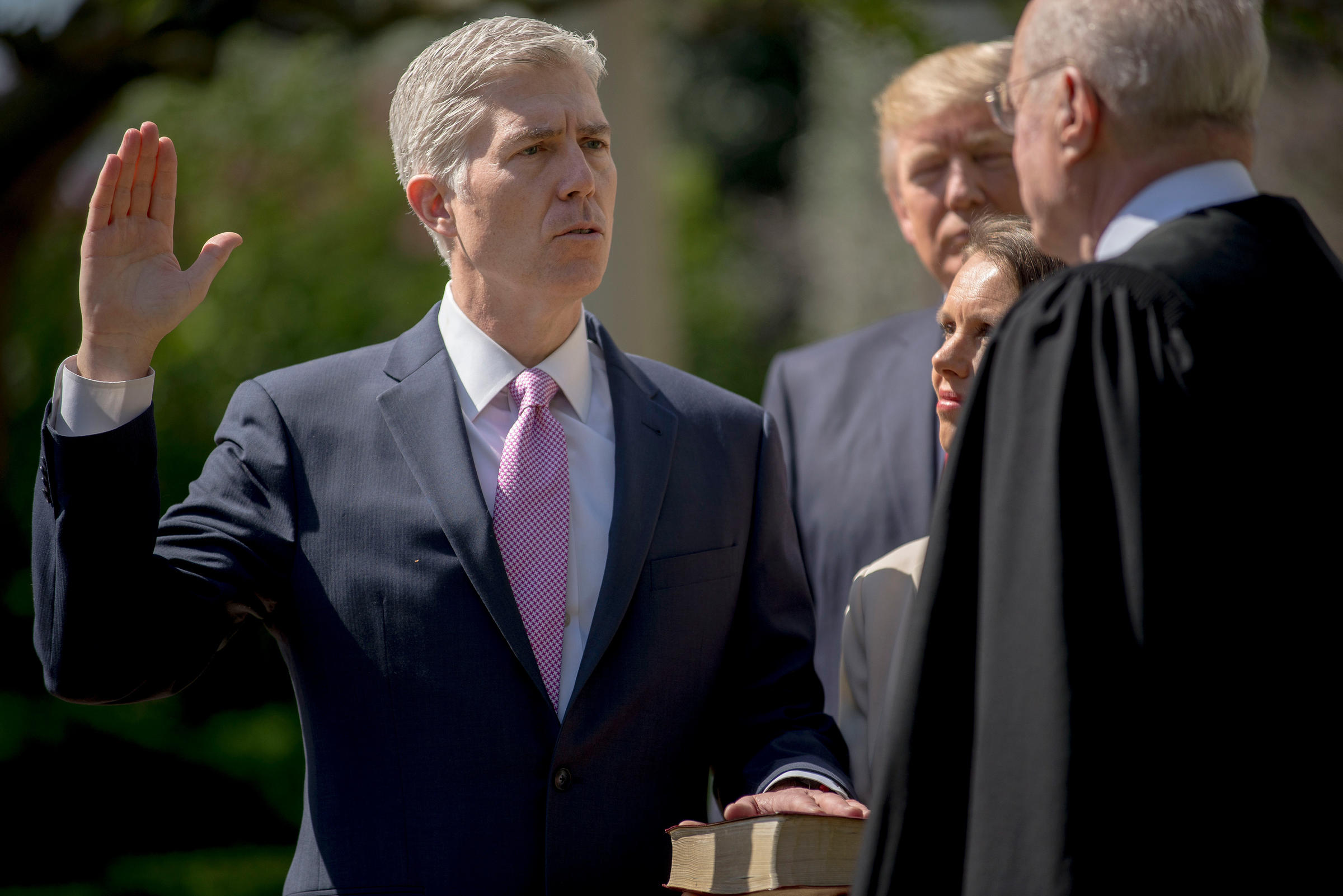 Neil Gorsuch being sworn in as 113th Supreme Court justice