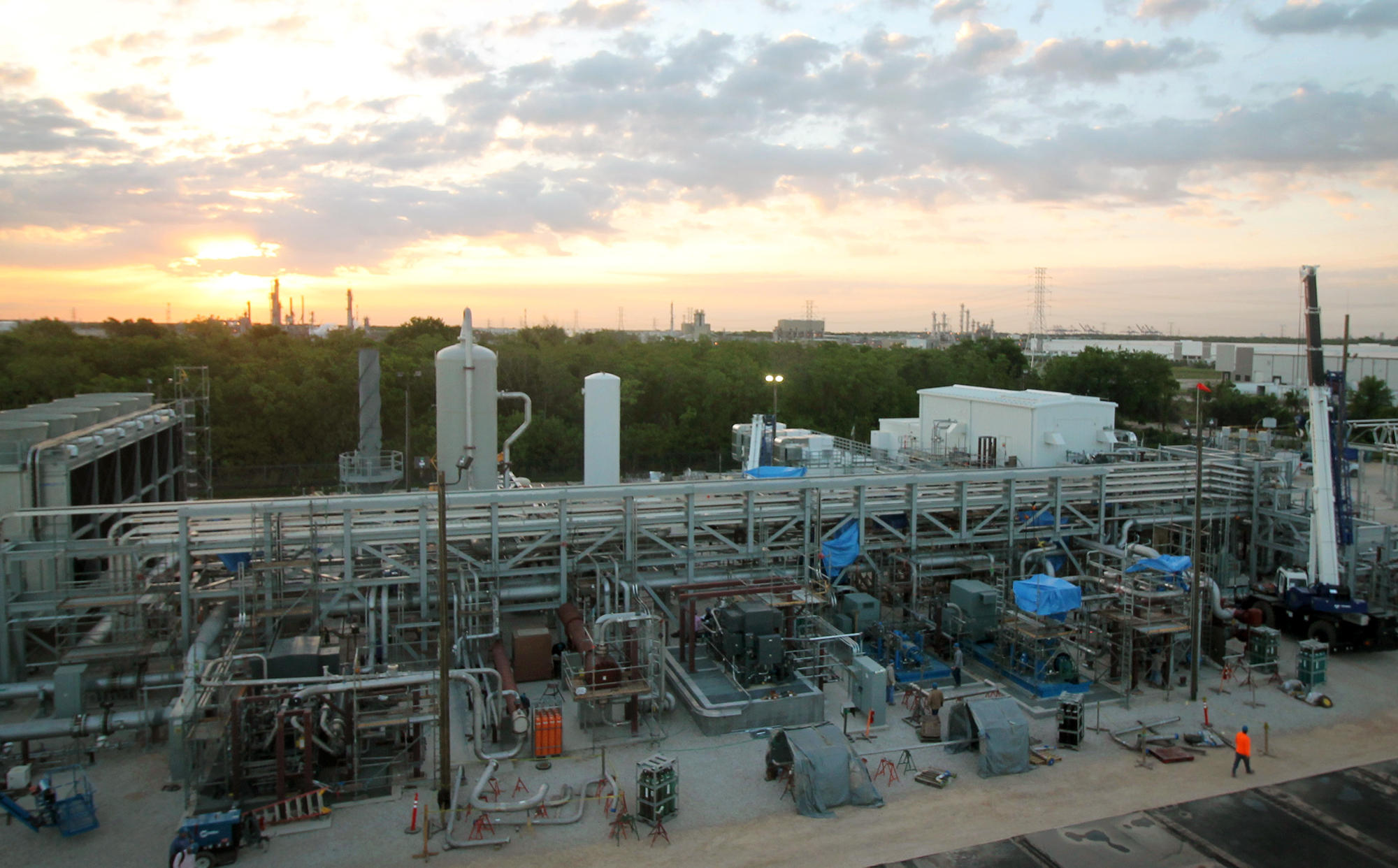 coal and natural gas power plants essay Cleaner and cheaper natural gas, propelled especially by the shale boom in the us, has stepped to the fore while coal and gas both emit global-warming-inducing carbon dioxide, gas puts.