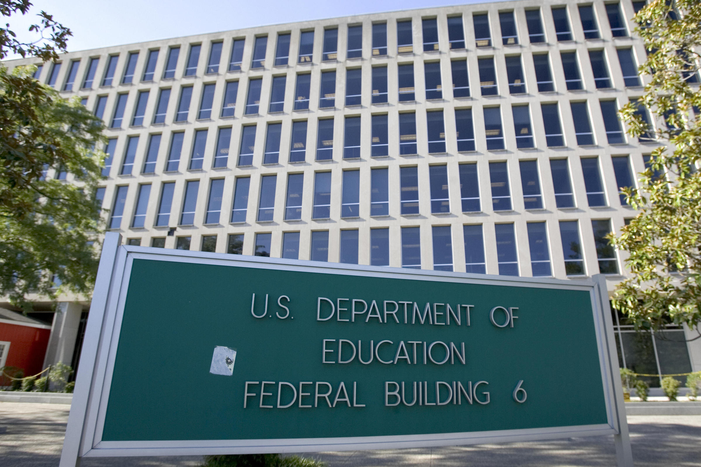 Federal financial aid official resigns before House hearing