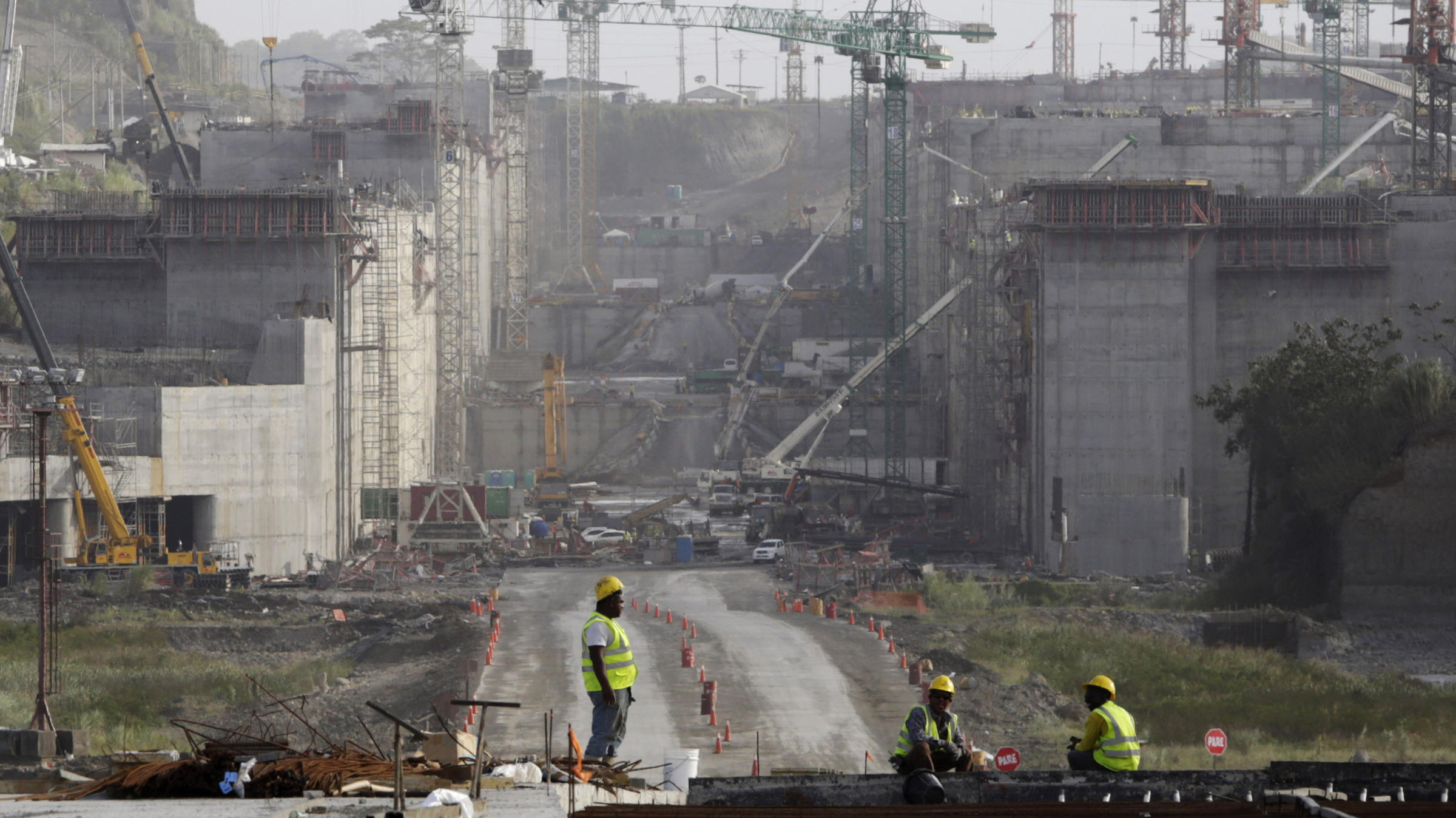 panama canal construction problems Find out more about the history of panama canal  the builder of the suez canal in egypt, the construction team broke ground on a planned sea there's a problem.