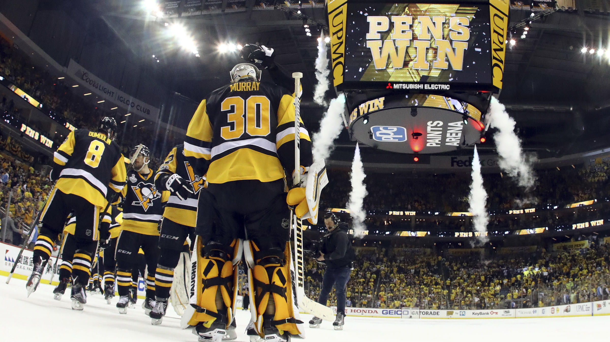 Shot-shy Penguins claim Stanley Cup opener