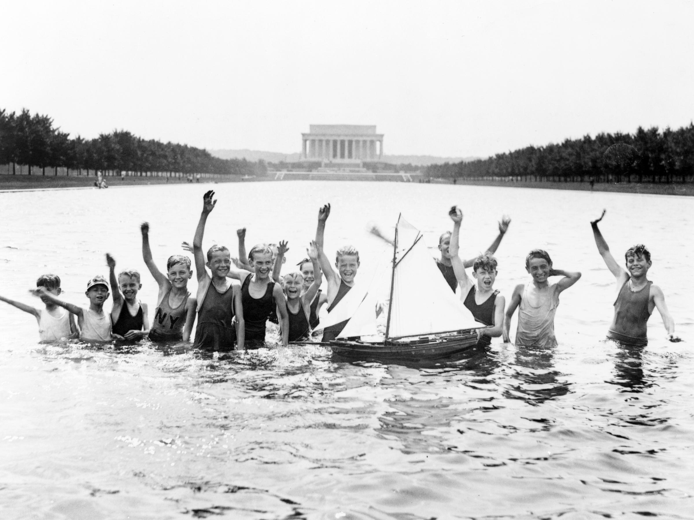 Park Service draining Lincoln Memorial Reflecting Pool